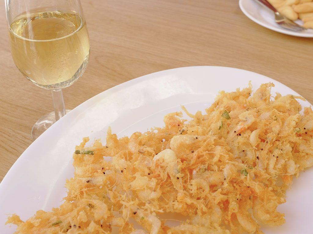 Tapas de Andalucía - Tortillita de Camarones de Casa Balbino.